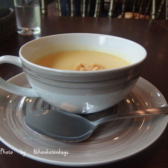 都美術のレストラン コンーンクリームスープ