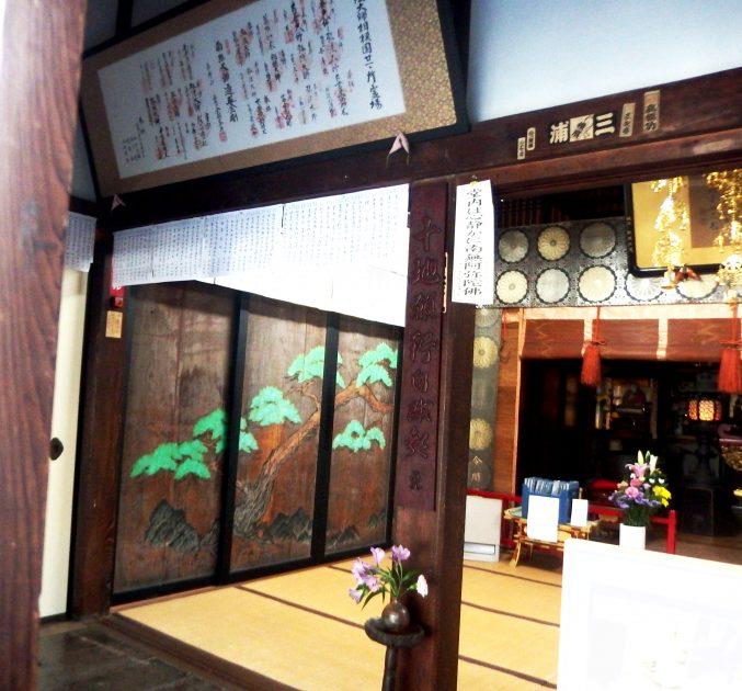 蓮上院 本堂 板戸の松の絵